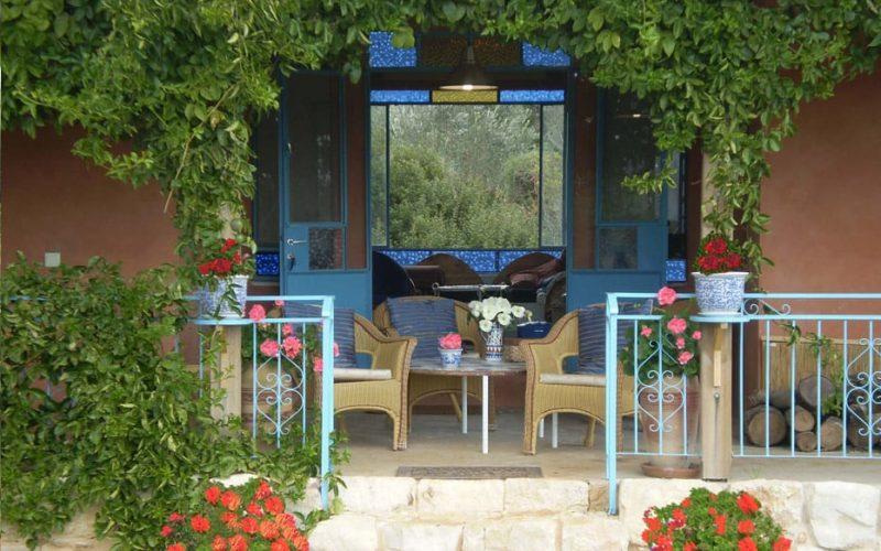 הבית בצל עצי הזית